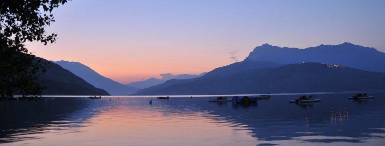 Levé de soleil sur le Lac de Serre-ponçon